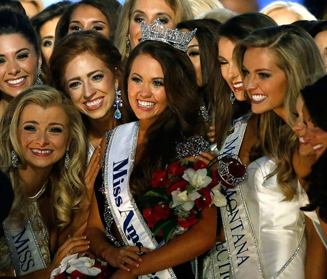 Thật bất ngờ, nữ chính trị gia đã đăng quang hoa hậu Mỹ - 4