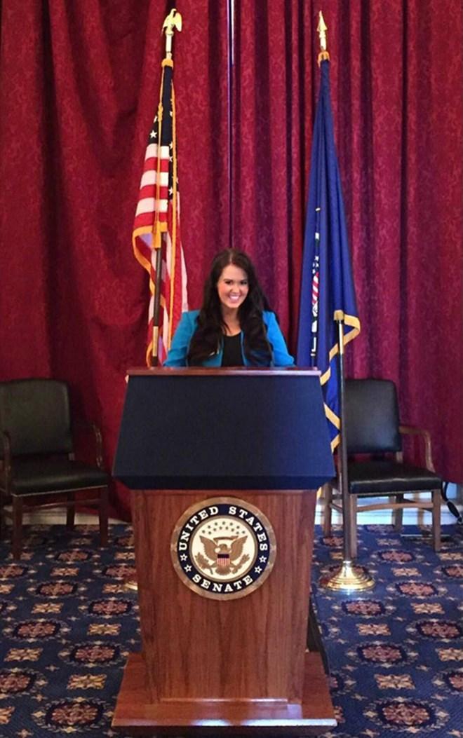 Thật bất ngờ, nữ chính trị gia đã đăng quang hoa hậu Mỹ - 6