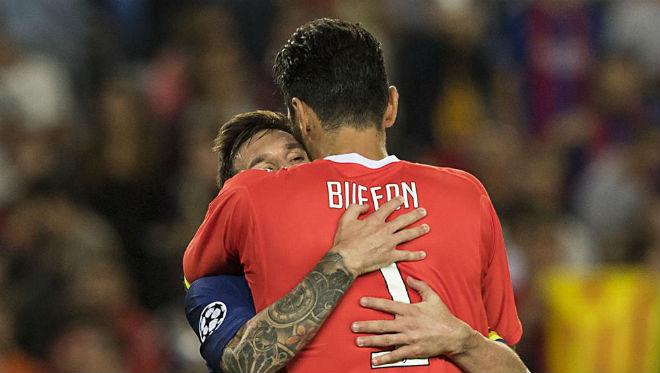 """Messi """"vùi dập"""" Juve, """"trêu"""" trọng tài như Ronaldo nhưng thoát thẻ đỏ - 2"""