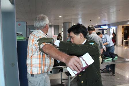 Nâng phí phục vụ hành khách, giá vé máy bay có tăng? - 1