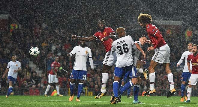 Cúp C1 khai màn bùng nổ: Siêu sao tỏa sáng, bàn thắng như mưa - 1
