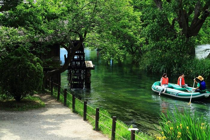 Có một ngôi làng xanh mát, trong lành và bình yên đến lạ ở Nhật Bản - 10