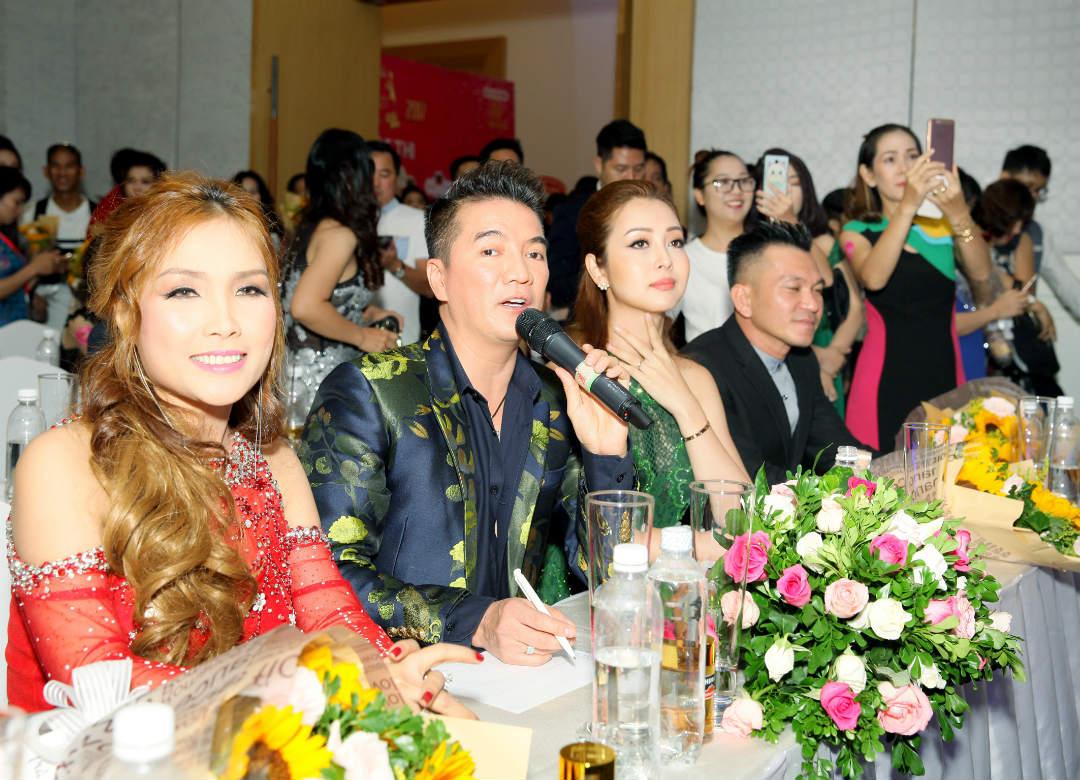 Hôn phu kém tuổi hộ tống Lâm Chí Khanh đi sự kiện - 6
