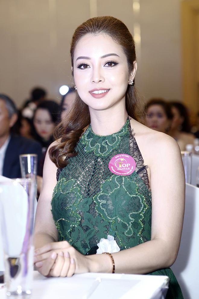 Hôn phu kém tuổi hộ tống Lâm Chí Khanh đi sự kiện - 8
