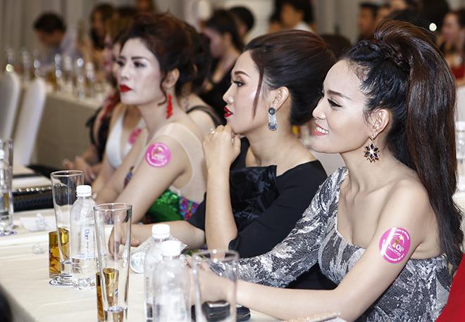 Hôn phu kém tuổi hộ tống Lâm Chí Khanh đi sự kiện - 10