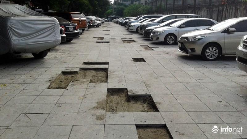 Hà Nội: Công trình lát đá vỉa hè mới làm xong đã nát bét - 1