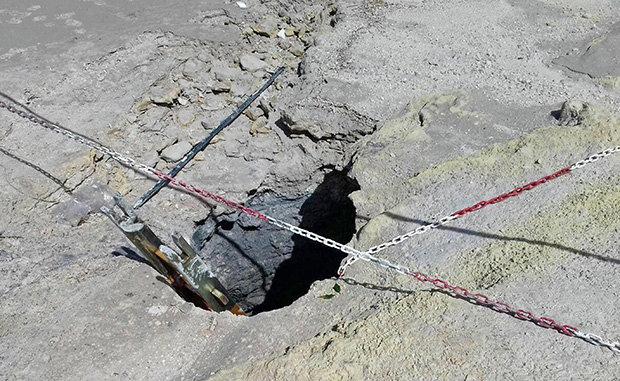 Gia đình 3 người ngã vào miệng núi lửa nóng trăm độ ở Ý - 2