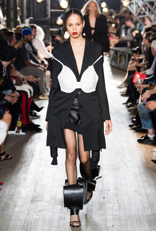 """Tuần lễ thời trang New York và những bộ đồ """"hại não"""" bậc nhất - 7"""