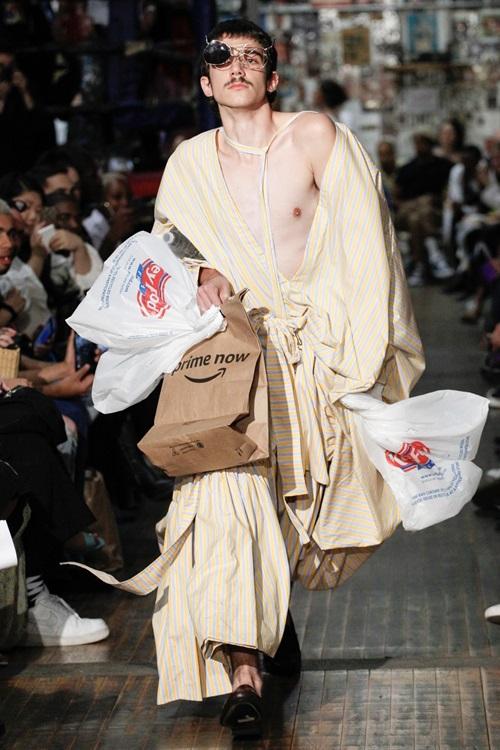"""Tuần lễ thời trang New York và những bộ đồ """"hại não"""" bậc nhất - 3"""