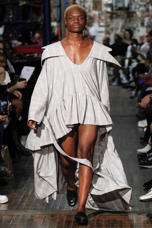 """Tuần lễ thời trang New York và những bộ đồ """"hại não"""" bậc nhất - 12"""