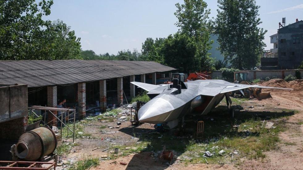 TQ: Nông dân thiết kế mô hình chiến đấu cơ J-20 - 1