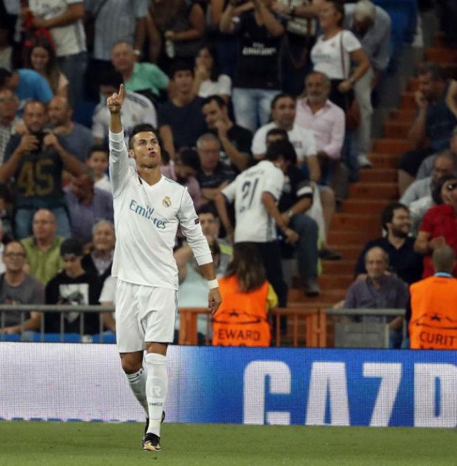 Ronaldo chói sáng ngày trở lại, cứu rỗi Real Madrid - 13