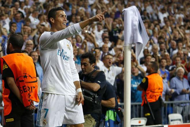 Ronaldo vượt mặt Messi, soán ngôi VUA phạt đền Cúp C1 - 1
