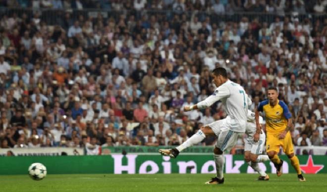 Ronaldo vượt mặt Messi, soán ngôi VUA phạt đền Cúp C1 - 2