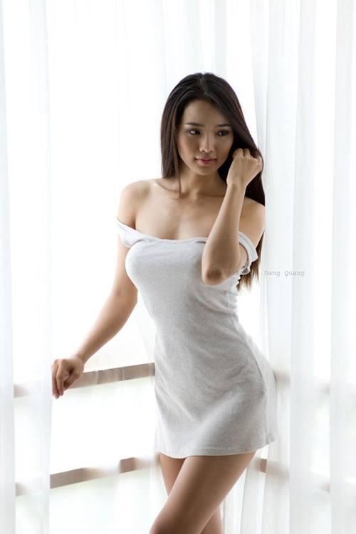 Bà xã Ưng Hoàng Phúc nóng bỏng hơn gái 18 nhờ cách này! - 1
