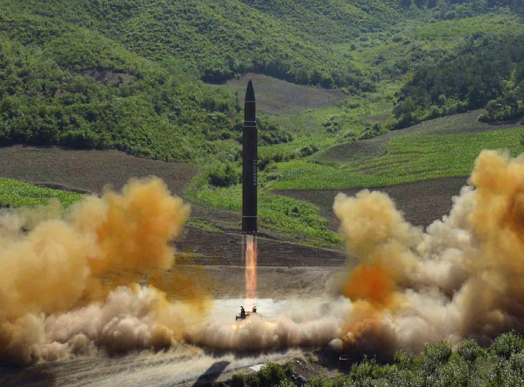 Triều Tiên sắp thử bom hạt nhân, phóng tên lửa cực mạnh? - 2