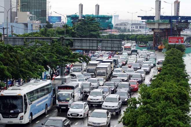 """Bão số 10 khiến đường Sài Gòn ngập sâu, Biên Hòa thành """"sông"""" - 11"""