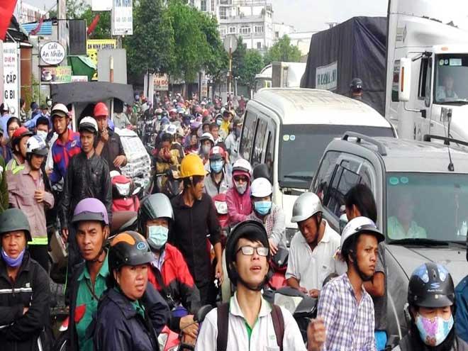 """Bão số 10 khiến đường Sài Gòn ngập sâu, Biên Hòa thành """"sông"""" - 20"""