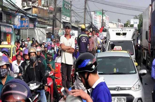 """Bão số 10 khiến đường Sài Gòn ngập sâu, Biên Hòa thành """"sông"""" - 19"""
