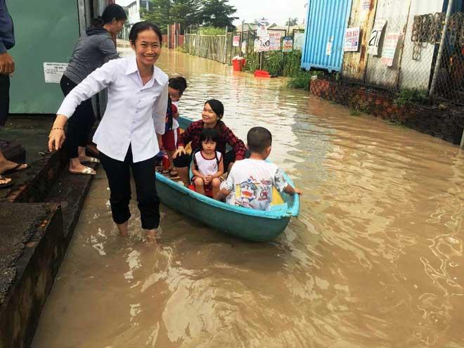 """Bão số 10 khiến đường Sài Gòn ngập sâu, Biên Hòa thành """"sông"""" - 21"""