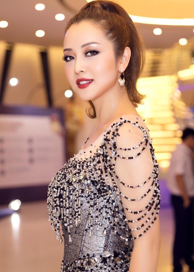 Jennifer Phạm đẹp như nữ thần với váy tua rua lạ mắt - 5
