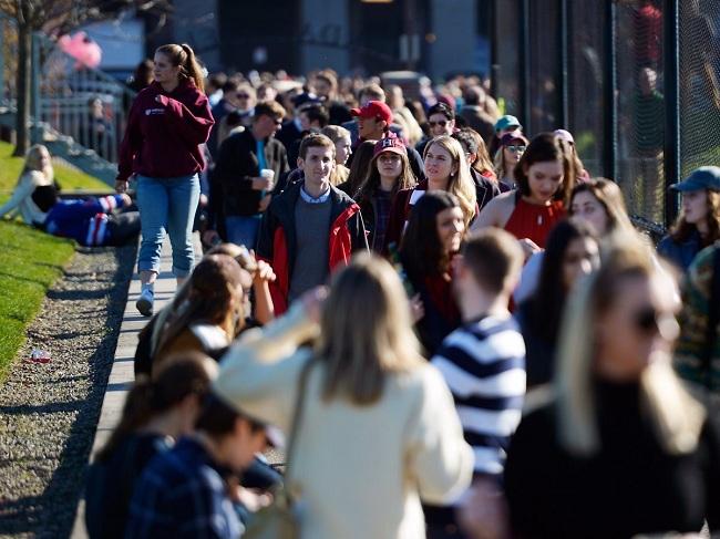 2. Đại học Harvard. Điểm đánh giá đồng đẳng 4.9/5 điểm. Tỉ lệ tốt nghiệp năm 2016: 97%.