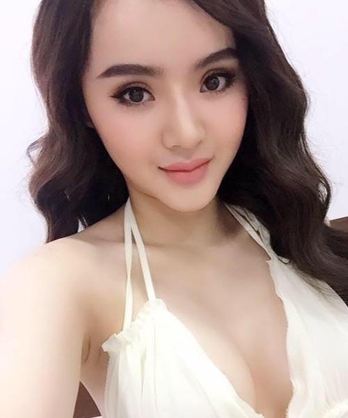 """Không kém chị, em gái Angela Phương Trinh cũng có bờ môi """"ảo thuật"""" - 13"""