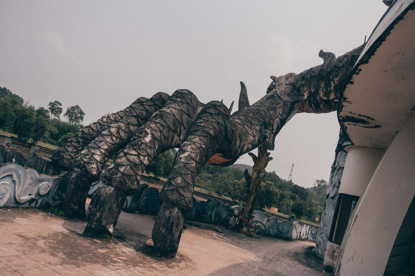 Du khách nước ngoài đổ xô khám phá công viên nước bỏ hoang ở Việt Nam - 10