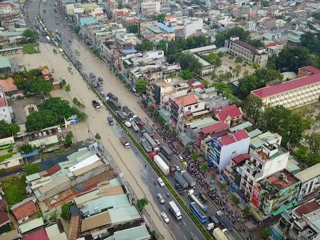 Flycam: Toàn cảnh ngập nước, kẹt xe ở Đồng Nai do ảnh hưởng của bão số 10 - 1