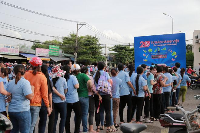 Hơn 20.000 lượt người dân xếp hàng ủng hộ hàng Việt - 3