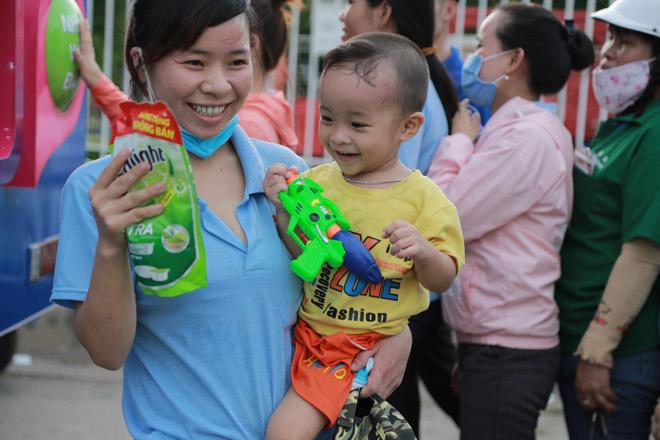 Hơn 20.000 lượt người dân xếp hàng ủng hộ hàng Việt - 4
