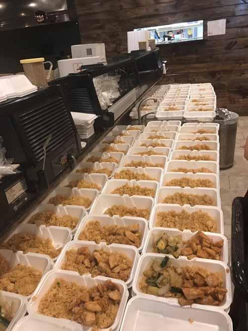 Mỹ: Chủ nhà hàng gốc Việt nấu 1.000 suất ăn cho nạn nhân bão - 2