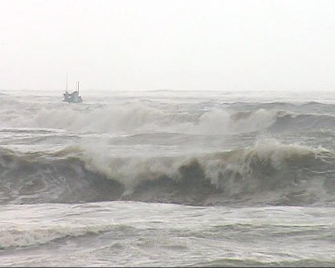 CẬP NHẬT bão số 10 ngày 14/9: Bão chưa đổ bộ đã có 2 người chết, mất tích - 12