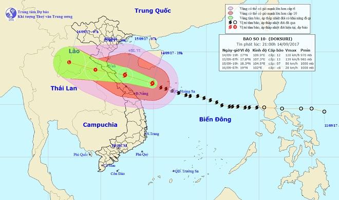 Bản tin thời tiết 21h30: Bão số 10 tiệm cận mức thảm họa, áp sát bờ biển miền Trung - 1