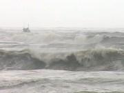Tin tức trong ngày - CẬP NHẬT bão số 10: 12 ngư dân mất liên lạc ở Hoàng Sa