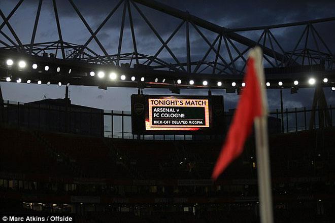 Fan quá khích Cologne làm loạn dọa Arsenal, thành London thất thủ - 10