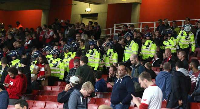 Fan quá khích Cologne làm loạn dọa Arsenal, thành London thất thủ - 13