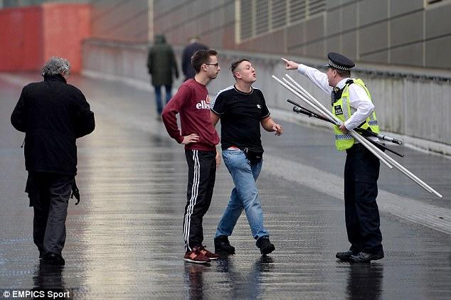 Fan quá khích Cologne làm loạn dọa Arsenal, thành London thất thủ - 6