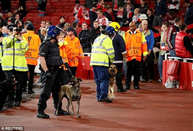 Fan quá khích Cologne làm loạn dọa Arsenal, thành London thất thủ - 15