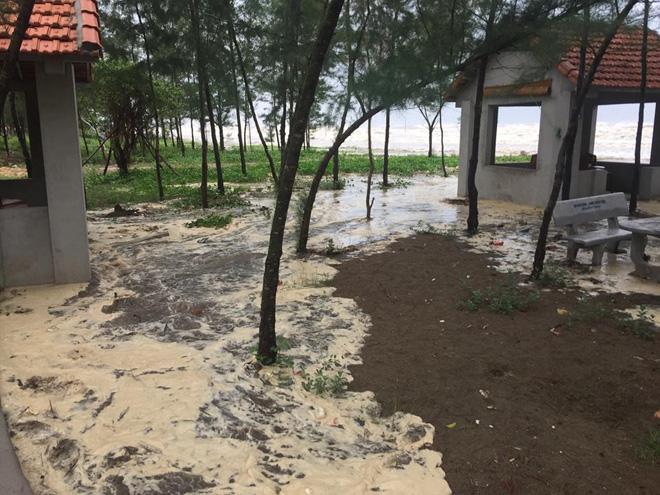 CẬP NHẬT bão số 10 ngày 15/9: Bão sang Lào sau 6 giờ quần thảo miền Trung - 3
