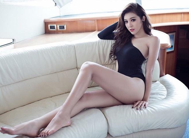 """Ảnh bikini """"rát mắt"""" của 2 mỹ nữ nuột nà thi Hoa hậu Hoàn vũ - 2"""