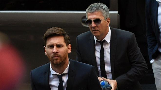 Messi ký hợp đồng mới với Barca: Bố ký hộ, không muốn là Neymar 2.0 - 2