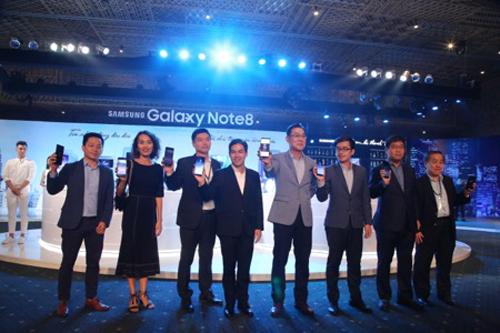 Những khoảnh khắc ấn tượng tại lễ ra mắt Galaxy Note8 ở Việt Nam - 7