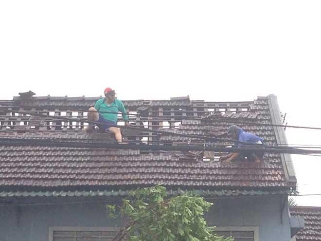CẬP NHẬT bão số 10 ngày 15/9: Bão sang Lào sau 6 giờ quần thảo miền Trung - 7
