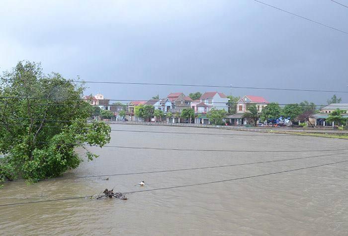 CẬP NHẬT bão số 10 ngày 15/9: Bão sang Lào sau 6 giờ quần thảo miền Trung - 14