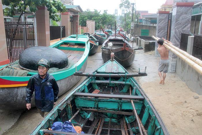 CẬP NHẬT bão số 10 ngày 15/9: Bão sang Lào sau 6 giờ quần thảo miền Trung - 16