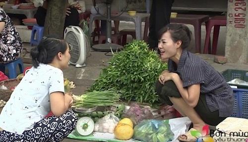 """Bắt gặp tiểu thư của """"Người phán xử"""" bán rau ở chợ ngoại thành Hà Nội - 1"""