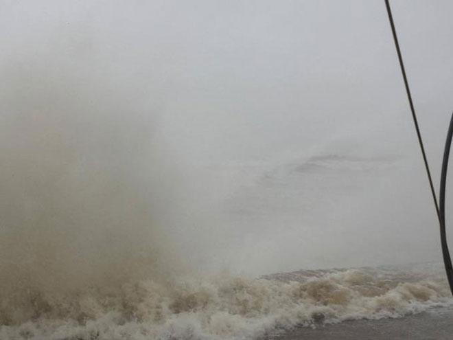 CẬP NHẬT bão số 10 ngày 15/9: Bão sang Lào sau 6 giờ quần thảo miền Trung - 17