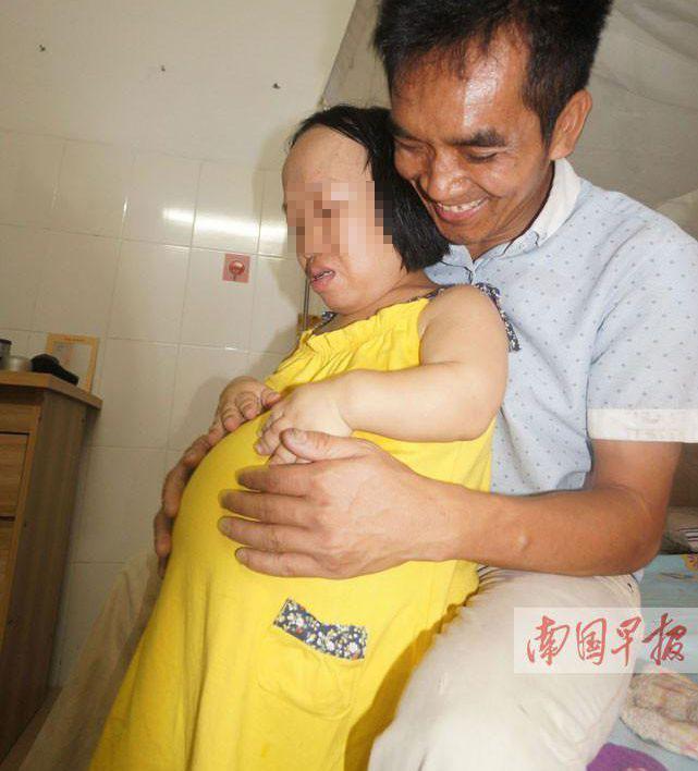 Bất chấp nguy hiểm, cô gái 91cm mang bầu vượt mặt - 1