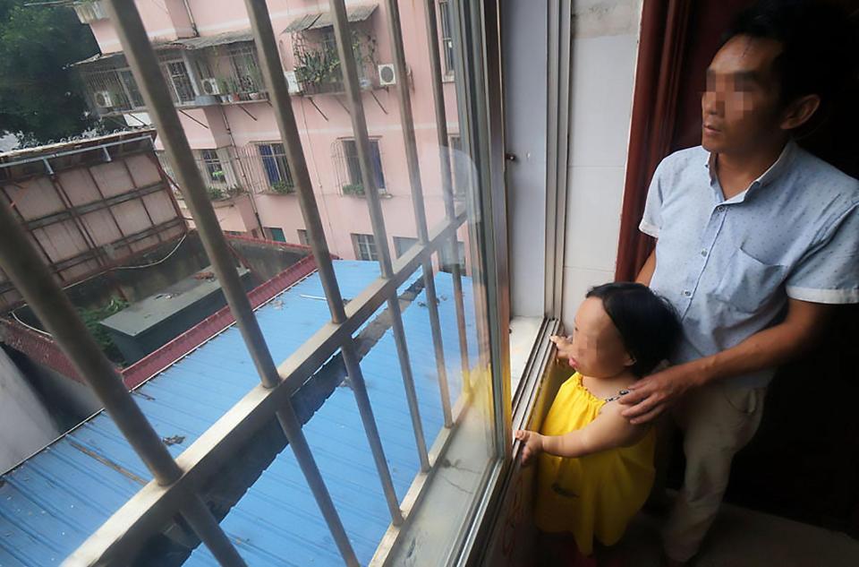 Bất chấp nguy hiểm, cô gái 91cm mang bầu vượt mặt - 4